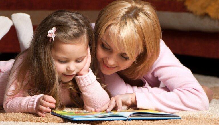 Sāk sociālo kampaņu ar mudinājumu vecākus pavadīt vairāk laika kopā ar bērniem