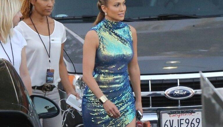 Lopesa žilbina amerikāņus Latvijas dizainera tērpā