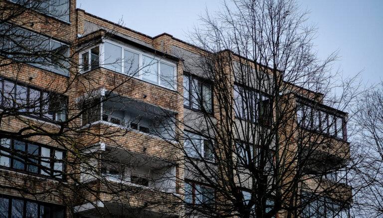 Двухэтажные квартиры и баня: что скрывают стены рижского дома, где жили советские художники?