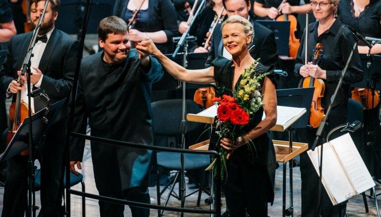 Foto: Ar Tālivalža Ķeniņa Astotās simfonijas pirmatskaņojumu atklāts Cēsu Mākslas festivāls