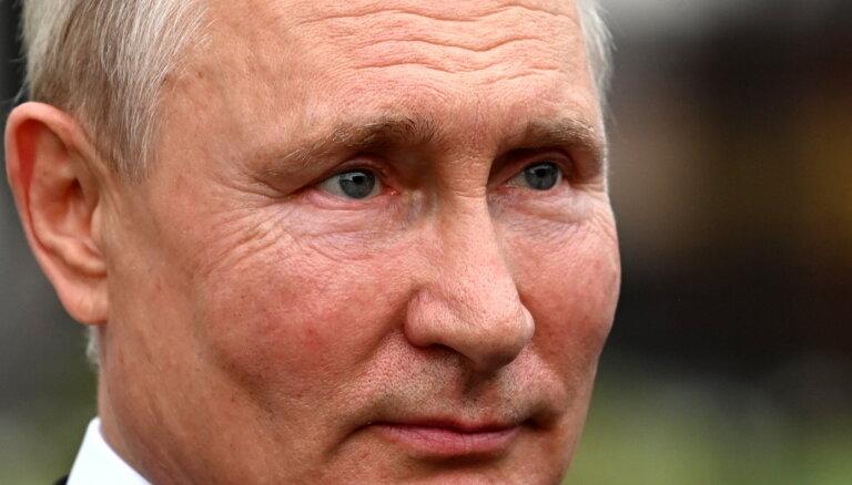 Kremlis nekomentē Putina izteikumus par Krievijas un Ukrainas saiknēm