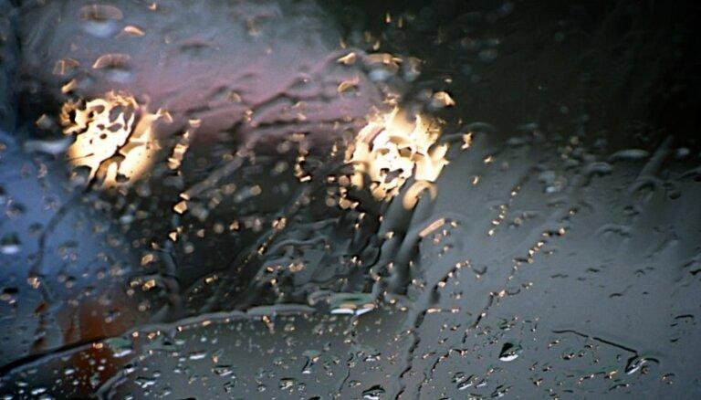 Bēgot no policijas, Latgalē dzērājšoferis izraisa avāriju ar trim cietušajiem