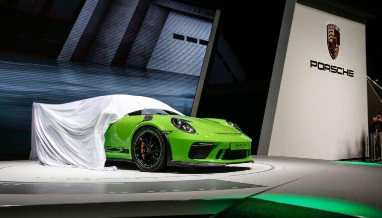 70 gadus kopš 'Porsche' debijas Ženēvas izstādē svin ar jaunā '911' kabrioleta prezentāciju