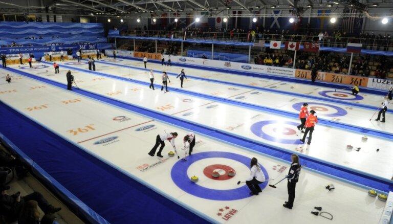 Latvijas kērlingistes pasaules čempionāta mačā spraigā cīņā piekāpjas Ķīnai