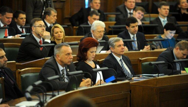 В декабре депутаты Сейма заработали 165 тысяч евро