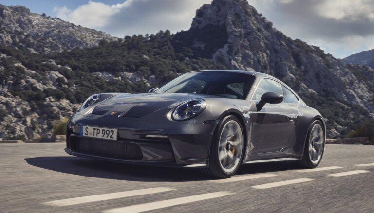 'Porsche' laiž klajā jauno '911 GT3' ar 'Touring' pakotni