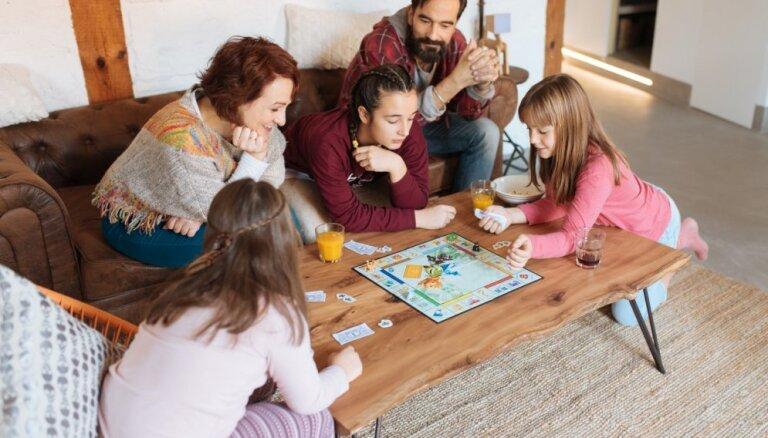 Galda spēles: no kāda vecuma bērnam vērts tās mācīt