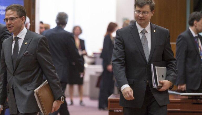 Dombrovski ES gaiteņi pagaidām nevilina - prioritāte Latvijas politika