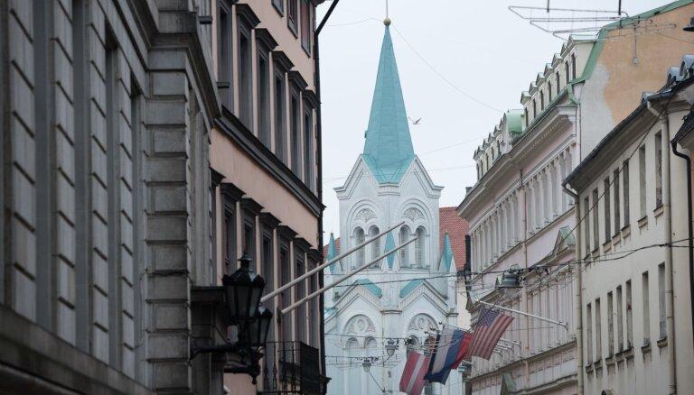 VID kratīšanās trīs katoļu baznīcu draudzēs izņēmis vairākus desmitus tūkstošus eiro
