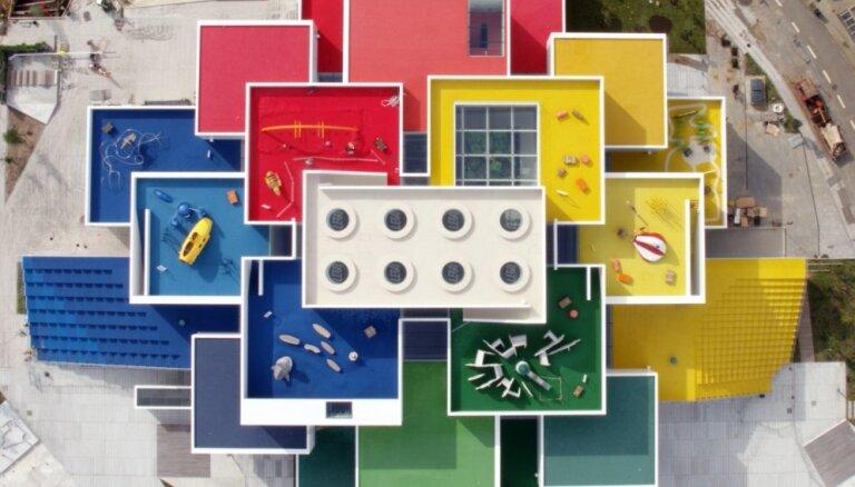 'Lego' fani uzgavilē: iespēja pārnakšņot unikālā klucīšu mājā