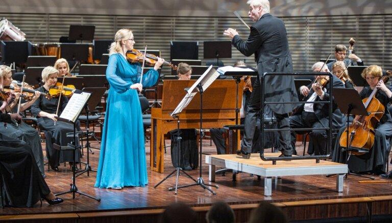 Foto: Liepājas Simfoniskais orķestris vasaras vienīgajā koncertā priecē ar Vivaldi un Čaikovski