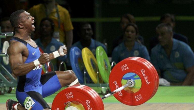 Kolumbijas svarcēlājs Figuero Moskvera izcīna olimpisko zeltu un noslēdz karjeru