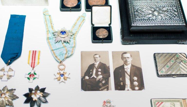 LNVM saņēmis vērtīgu dāvinājumu no valsts dibinātāja Viļa Gulbja pēctečiem