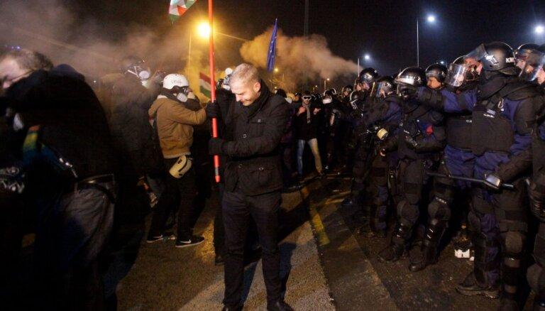 Венгры вышли на улицы, протестуя против изменений в законе о труде