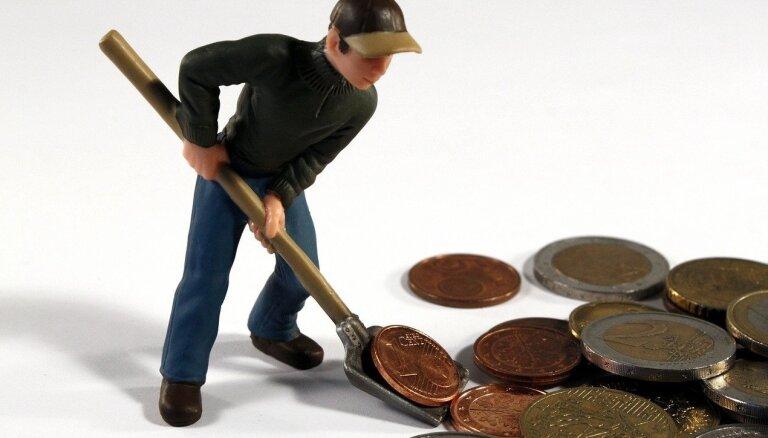 Минус 300 евро. Латвия продолжает существенно отставать от соседей по размеру средней зарплаты