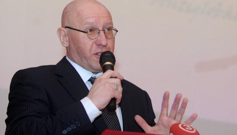 Rīdzinieki nevēlas bēgļus galvaspilsētā, pēc sapulces paziņo 'Antiglobālistu' līderis
