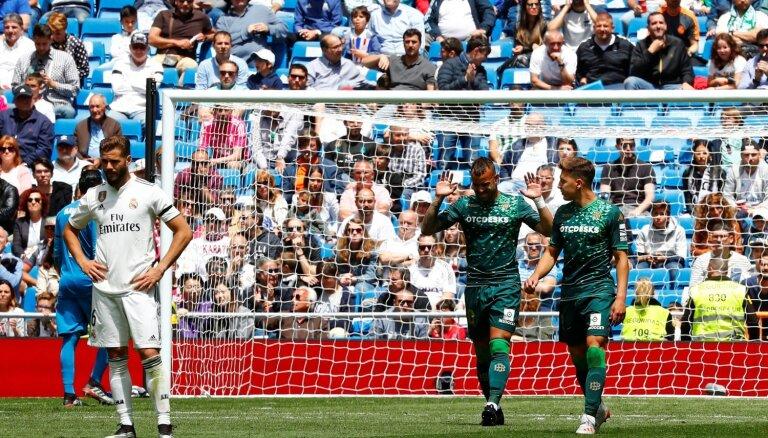'Real' futbolisti katastrofāli neveiksmīgo sezonu noslēdz ar zaudējumu savā laukumā