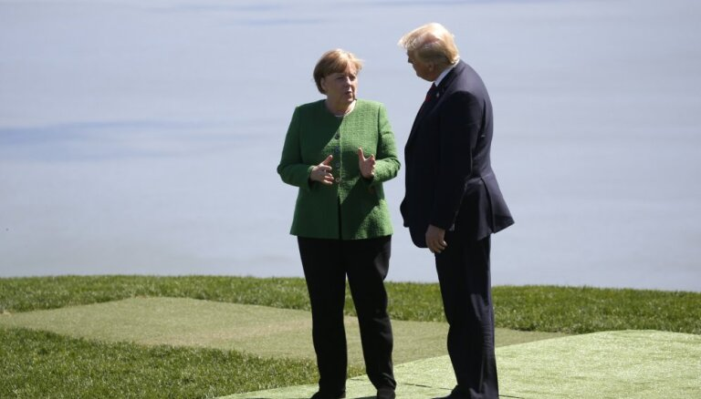 Меркель улетела на саммит G20 обычным рейсом и отменила встречи с Трампом и Си