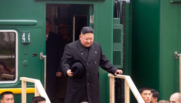 Foto: Kimš Čenuns ar zaļo vilcienu ieradies Krievijā