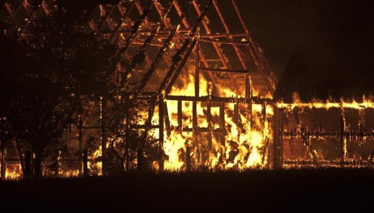 Ludzas žurnālistes mājas ugunsgrēkā policija pagaidām nesaskata ļaunprātības pazīmes