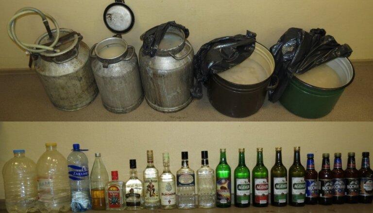 Во время проверок полиция изъяла 10 000 сигарет и 120 литров нелегального алкоголя