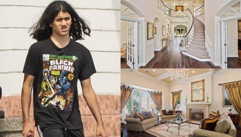 Foto: Maikla Džeksona 18 gadu vecais puika nopērk glaunu villu Losandželosā