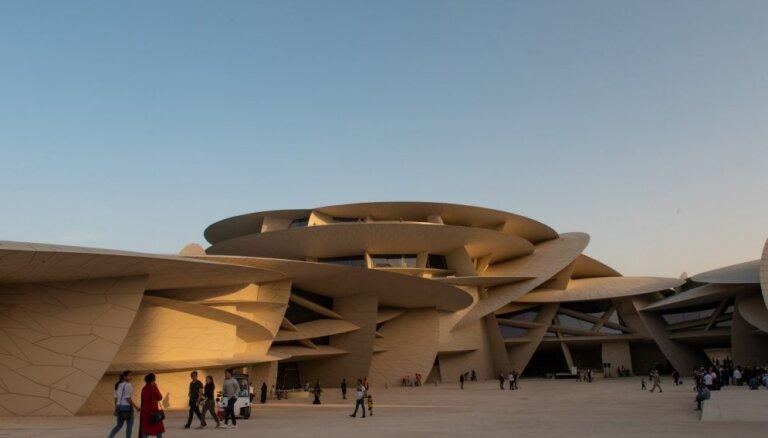 Foto: Arhitektūras brīnums tuksnesī – atklāts Kataras Nacionālais muzejs