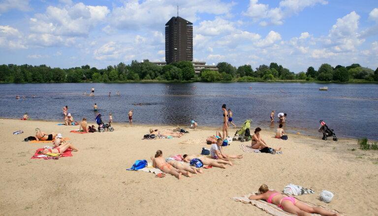 Ūdens temperatūra peldvietās galvenokārt nepārsniedz +21 grādu