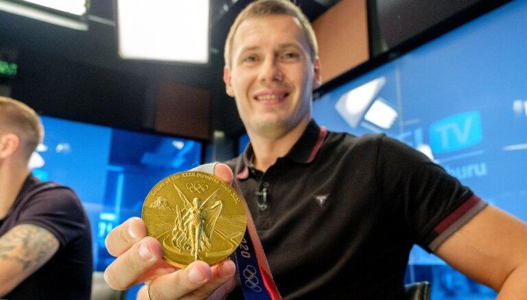 'Delfi TV ar Jāni Domburu' atbild olimpiskie čempioni 3x3 basketbolā. Pilns ieraksts