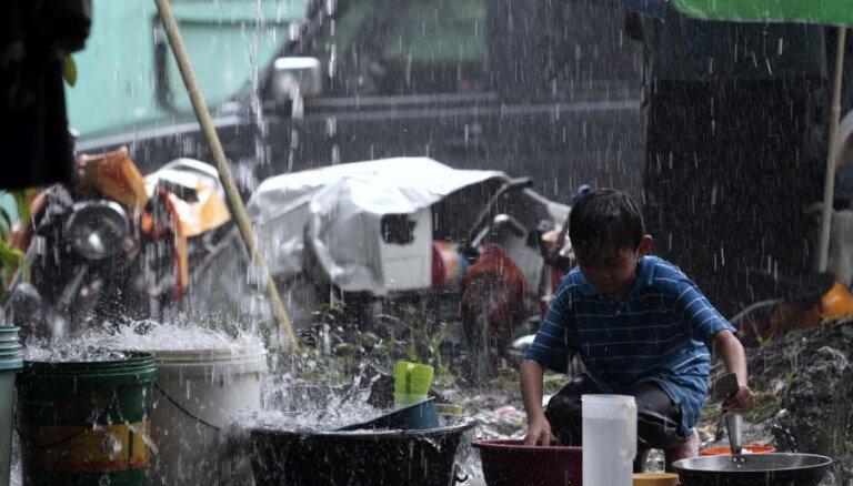 Tropiskais lietus atkal pārtrauc PČ finālsacensības modernajā pieccīņā