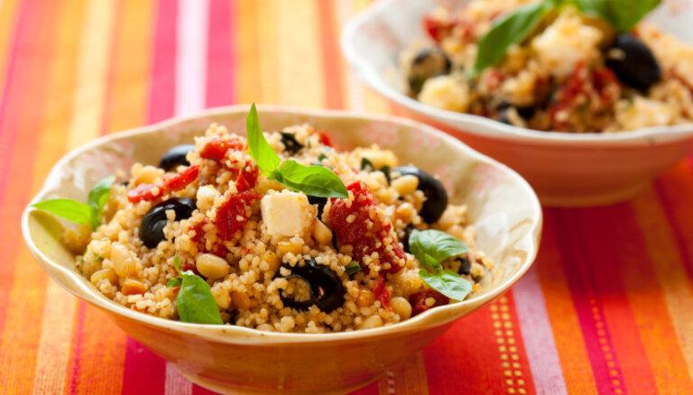Bezgaļas pirmdiena: siltu un sātīgu salātu receptes enerģiskam nedēļas sākumam