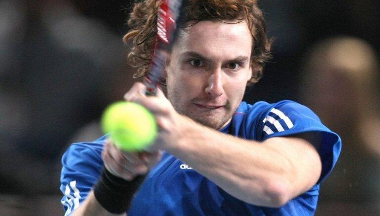 Gulbis nepārvar Dubaijas turnīra otro kārtu