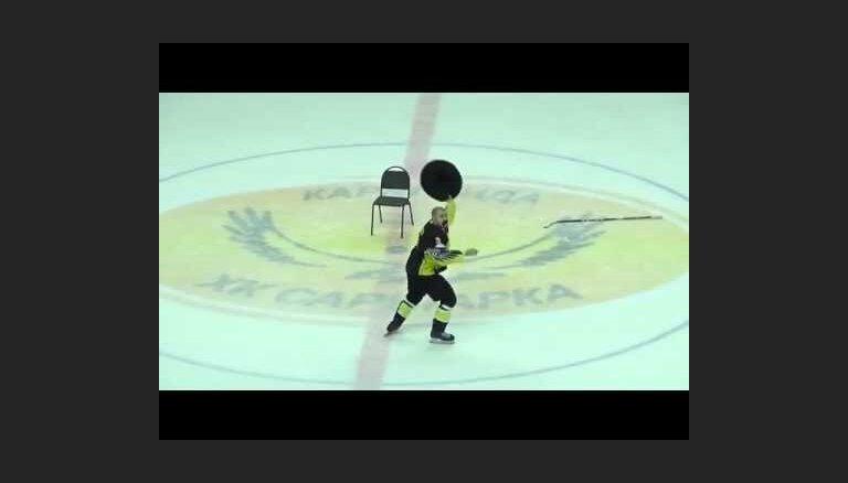 Video: Latvijas hokeja aizsarga Edgara Sikšņa karstasinīgā uzvaras deja Karagandā