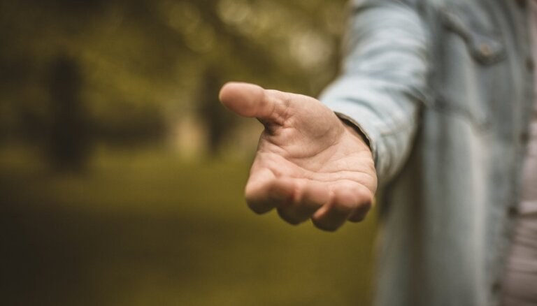 Vājums vai cilvēcība. Kādēļ lūgšana pēc palīdzības bieži rada grūtības