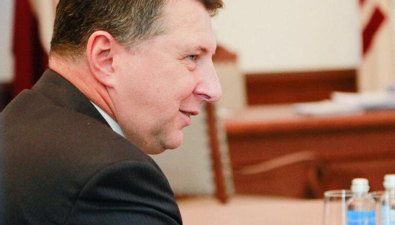 Вейонис снова поднимет вопрос о детях неграждан: инициативу поддерживают 50 депутатов