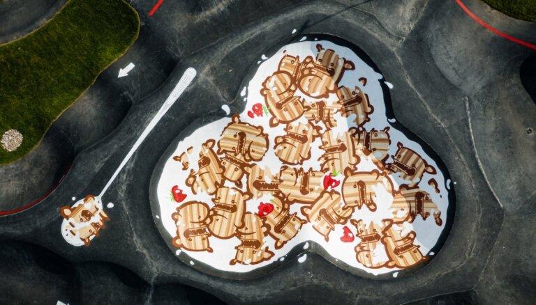 """ФОТО. В Марупе появилась """"тарелка с хлопьями"""", по которой можно кататься на велосипеде"""