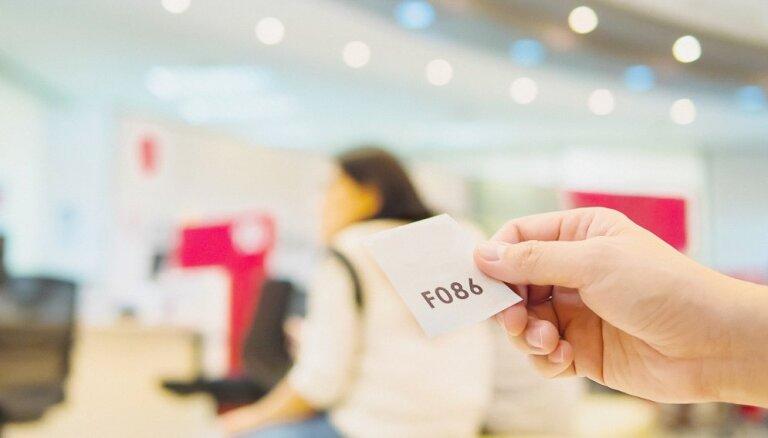 Mazāki ieņēmumi, lielāki uzkrājumi kredītiem – cik efektīvi strādā kredītiestādes?