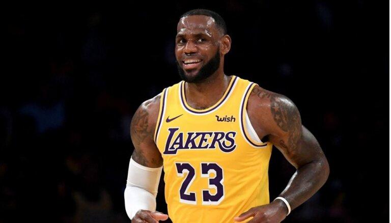 Lebrons Džeimss 'Lakers' ģērbtuvē ieņēmis Kobes Braienta vietu