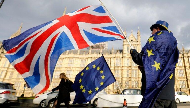 Bez 'Brexit' vienošanās Īrijā tiks atjaunota stingrā robeža, pauž EK preses pārstāvis