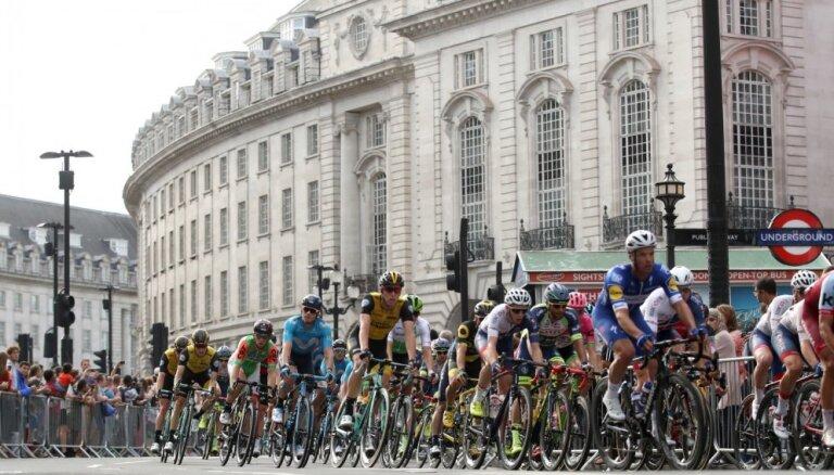 Liepiņš iesaistās atrāvienā britu tūres pēdējā posmā; finišā 19. vietā