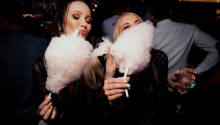 Foto: Ar līksmu ballīti Liepājā atklāj klubu 'Cukurfabrik''