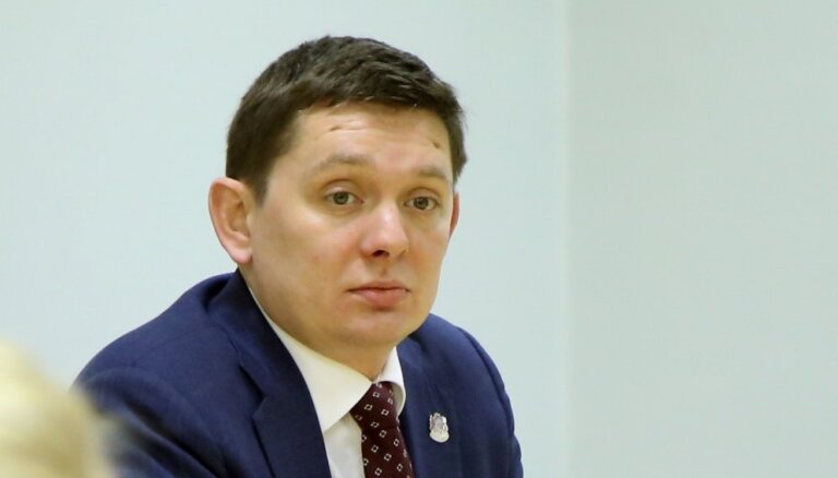 Atbildīgās komisijas deputāti izvairīgi par iespēju atlaist NEPLP