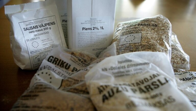 Trūcīgajiem iedzīvotājiem dienas laikā izdalītas vairāk nekā 1827 pārtikas pakas