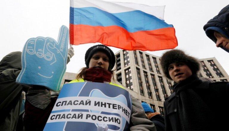 """ФОТО: Митинг """"против изоляции рунета"""" в Москве побил все рекорды последних лет"""