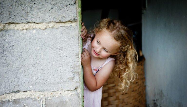 Psiholoģes ieteikumi, kā iedrošināt kautrīgu un klusu bērnu