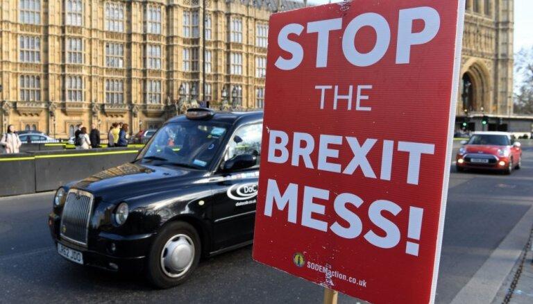 Britu parlaments dod sev tiesības lemt par 'Brexit' vienošanās alternatīvām