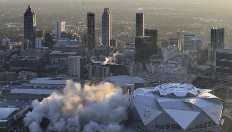 Video: Uzspridzina vienu no ASV slavenākajiem stadioniem