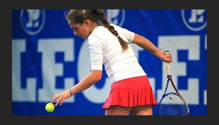 Marcinkēviča un Ostapenko turpina labot karjeras rekordus WTA dubultspēļu rangā