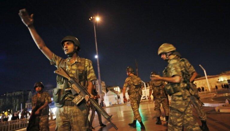 Apvērsuma mēģinājums Turcijā: Nogalināti vairāk nekā 290 cilvēku