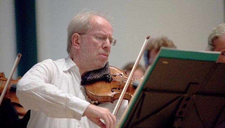 Vijolnieks Gidons Krēmers sniedz koncertu Ukrainas atbalstam